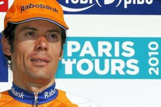 Freire, en el podio tras ganar la Paris-Tours