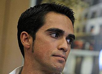 Contador, cariacontecido en una rueda de prensa.