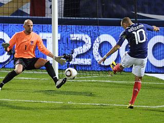Benzema, en la jugada del primer gol franc�s