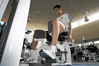 Kak� se machaca en una sesi�n de trabajo en el gimnasio de Valdebebas.