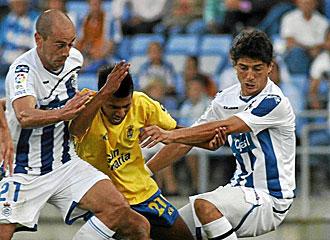 Imagen de un lance de partido entre el Recre y Las Palmas.