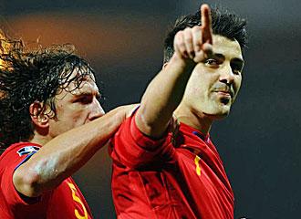 Villa celebrando uno de sus goles con la selecci�n.
