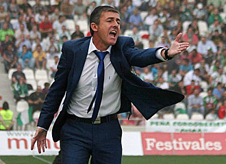 Alcaraz gesticulando durante un partido.