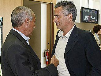 Jesualdo Ferreira y Jos� Mourinho se saludan y conversan