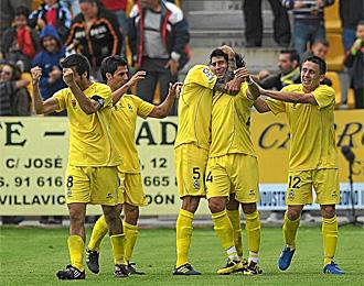 Los jugadores del Alcorc�n celebran un gol en Santo Domingo