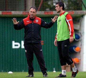 Caparr�s y Ustaritz, durante el entrenamiento de este viernes.