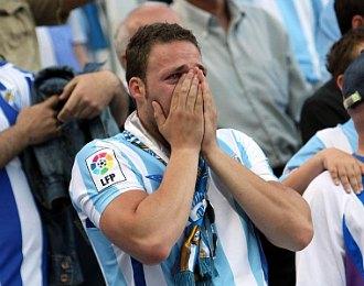 Un seguidor dfel M�laga se lamenta durante la �ltima visita del Real Madrid a La Rosaleda, en un partido que acab� con 1-1.