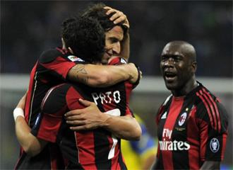 Ibra, Pato y Seedorf celebran uno de los goles