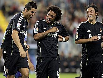 Cristiano celebra uno de sus goles junto con Marcelo y Ozil