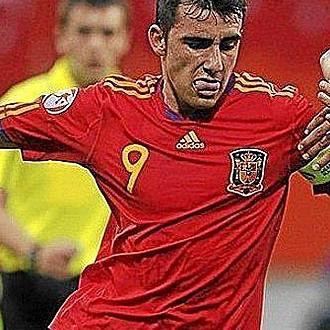 Paco Alcacer, capitán de la selección sub17 durante el europeo 2010.