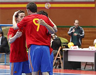 Espa�a se deshizo de Argentina y sigue con paso firme su aventura en este torneo