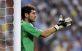 Casillas coloca la barrera en un encuentro de Champions