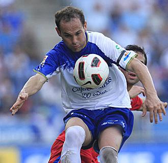 Nino controla un bal�n en el partido del domingo ante el Numancia