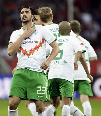 Hugo Almeida celebra su tanto el pasado fin de semana ante el Leverkusen.