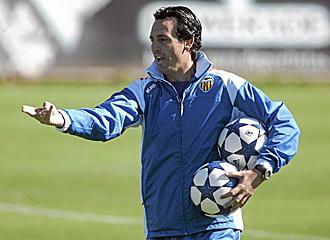 Unai Emery en un entrenamiento en Paterna.