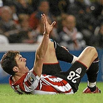 Ibai Gómez en el momento de la lesión.