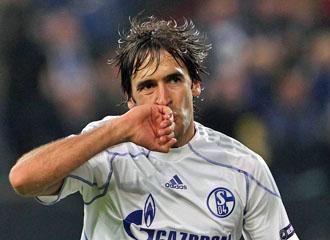 Ra�l tras marcar un gol ante el Tel Aviv.