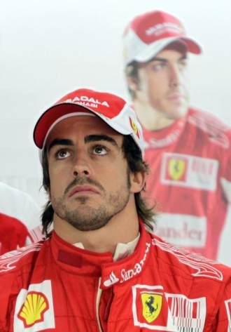 Fernando Alonso, en el 'box' de Ferrari en Corea