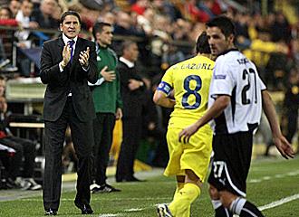 Garrido da instrucciones en el partido ante el Valencia.