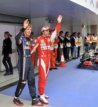 Alonso saluda junto con Vettel