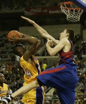 Fran intenta taponar a Kobe