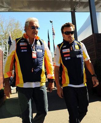 Briatore y Alonso durante la segunda etapa del piloto en la escuder�a francesa.