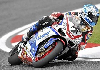 Carlos Checa, durante una prueba de Superbikes.