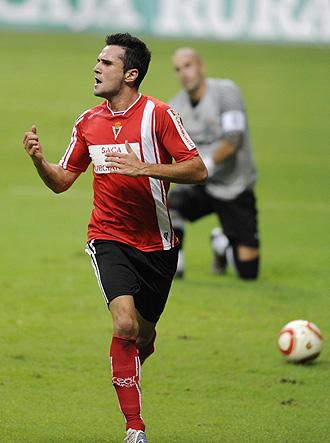 Kike celebra un gol de penalti en una eliminatoria anterior con el Oviedo.