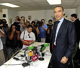 Luis Oliver, en la rueda de prensa de su presentaci�n como nuevo accionista mayoritario del Betis, ha 'repartido' para todos los lados