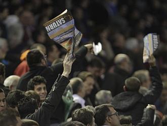 La afici�n del Valencia despidi� con pitos a su equipo.