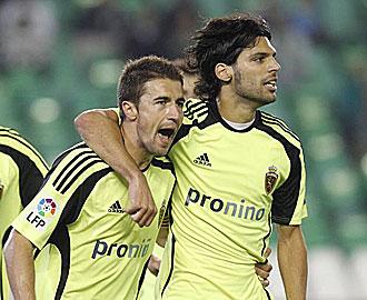 Lafita celebra un gol con Gabi.