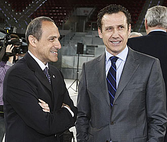 Ettore Messina, con Jorge Valdano.