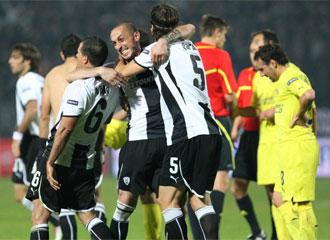 Los jugadores del PAOK celebraron un triunfo de prestigio ante el tercer clasificado de la Liga espa�ola