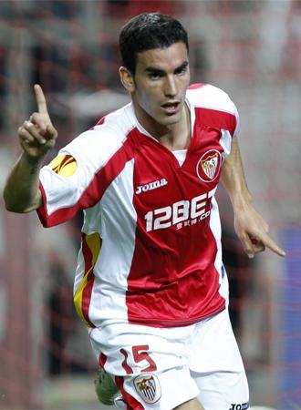 Alfaro celebra uno de sus tantos contra el Karpaty.
