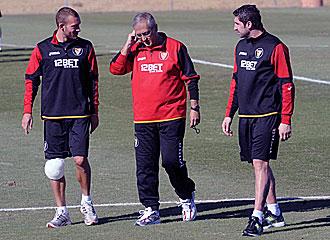 Guarente, Manzano y Dragutinovic en un entrenamiento