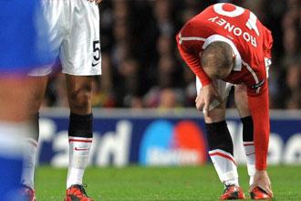 Rooney se resiente de su tobillo durante un partido