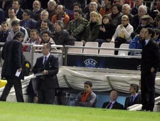 Mourinho y Quique S�nchez Flores, en Mestalla.