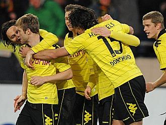 Los jugadores del Dortmund celebran la victoria sobre el Hannover