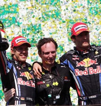 Vettel, Horner y Webber, en el podio de Interlagos