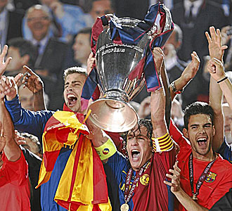 Los jugadores del Bar�a, con la Champions