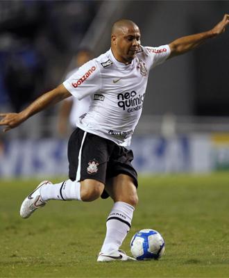 Ronaldo, en acci�n con el Corinthians.