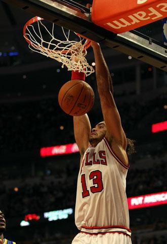 Joakim Noah machacando con los Bulls