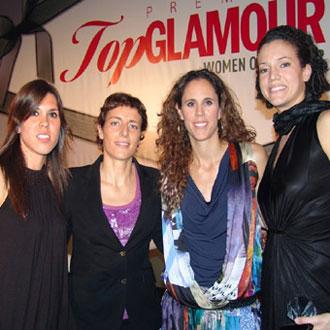 Anna, Elisa, Amaya y Laura posan con el premio