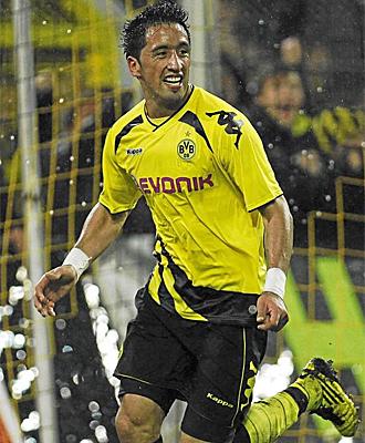 Lucas Barrios, durante un partido con el Dortmund