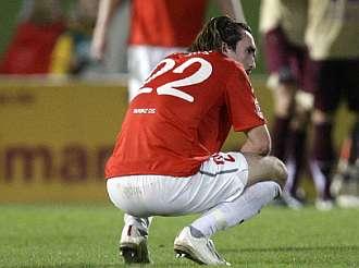 Novelski se lamenta tras el gol del Hannover