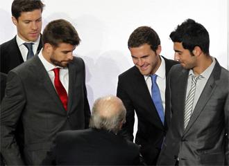 Mata saluda a Blatter