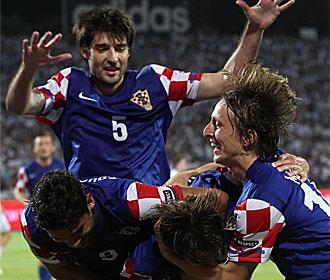 Los jugadores de Croacia celebran un gol contra Israel.