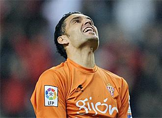 Juan Pablo se lamenta tras encajar el gol ante el Madrid