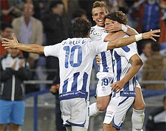 Los jugadores del Recreativo celebran uno de los goles marcados ante el Cartagena