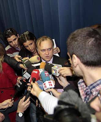 Miguel Pardeza atiende a los medios tras el sorteo de Copa.